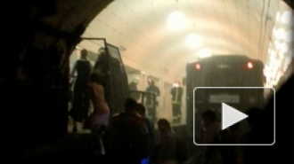 В московском метро из-за пожара с двух станций эвакуировали людей