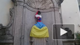 """Статуя """"Писающего мальчика"""" в Брюсселе мочится на украинский флаг"""
