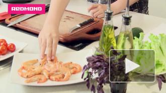 Готовим с REDMOND: теплый салат с креветками