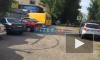 Видео: на одной из петербургских строек упал кран и перегородил всю улицу