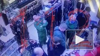 Опубликовано видео покупки оружия Ильназом Галявиевым, напавшим на школу в Казани