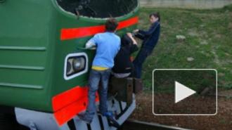 """Два зацепера чуть не упали под колеса поезда """"Уфа-Петербург"""""""
