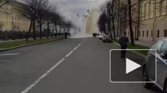 В Адмиралтейском районе забил фонтан из кипятка