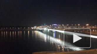 Под мостом Александра Невского сегодня ночью застряла турбина