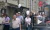 «Контрольная прогулка» по Питеру: изумленные иностранцы и полиция, лузгающая семечки