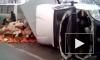 Помидорки сбежали: появилось видео с перевернувшимся грузовиком с томатами в Уфе