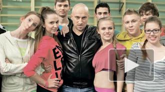 """Все серии 1, 2 сезона сериала """"Физрук"""" на ТНТ онлайн: брутальный Нагиев клеит очаровательных старшеклассниц"""