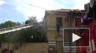В Луге сгорело здание бывшей милиции