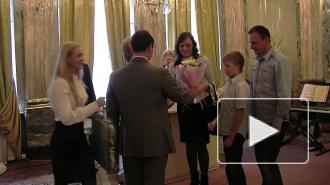 10 петербургских семей сегодня получили новые квартиры