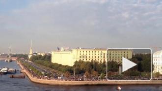 "Руфер забрался на здание ТРК ""Лигов"", зажег фаер и повесил флаг"