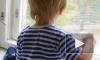 Четырехлетний мальчик выпал из окна второго этажа на Васильевском острове в Петербурге