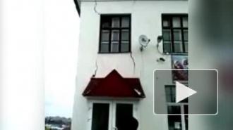 Снял на видео и выжил: прохожего почти погрёб заживо обрушившийся дом в Чебоксарах