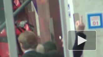 Генменеджер хоккейного ЦСКА показал неприличный жест