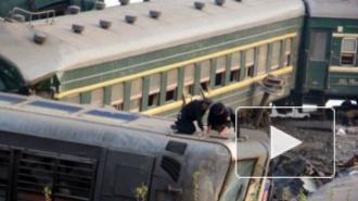 Столкновение поездов: несколько вагонов сошли с рельсов при аварии пассажирского и грузового составов на Урале