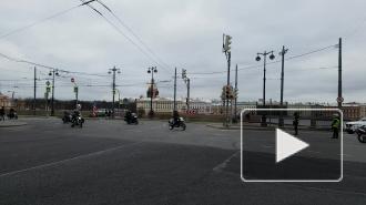 Байкеры парализовали на 20 минут движение по Васильевскому острову
