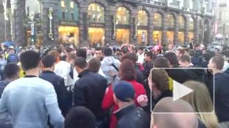 Видео: Горожане давились за купюры Дурова