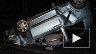 В Москве в результате ДТП иномарка рухнула с эстакады на железнодорожные пути