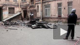 Центр Петербурга продолжает гореть из-за деревянных перегородок и неисправной электропроводки
