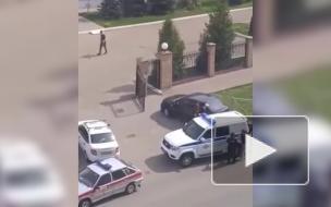 На видео попал момент задержания одного из стрелков в Казани