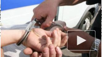 В Купчино задержали грабителей, которые выкинули таксиста из иномарки