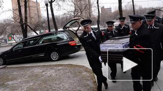 Похороны Немцова: проститься с убитым политиком пришли тысячи людей