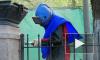 Выборг: в парке Ленина каменные столбы очищают при помощи песка