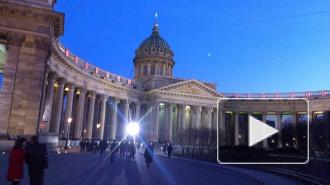 Пасха 2014 в Петербурге: в Казанском соборе раздали частички Благодатного огня