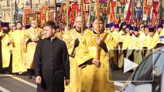 Крестный ход по Невскому возглавил Милонов с хоругвью