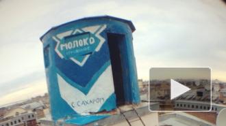 На крыше Петербурга появилась большая банка сгущенки