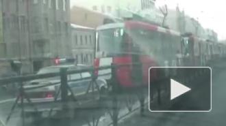Петербурженка стала жертвой ДТП с трамваем и инкассаторской машиной