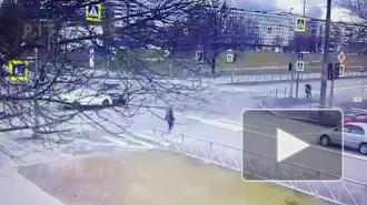 Момент ДТП на перекрестке Кондратьевского и Маршала Блюхера попал на видео