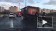Видео: на юге КАД загорелся кузов грузовика