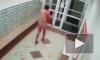 Жуткое видео: в квартире в Новосибирске голые мужчины устроили поножовщину