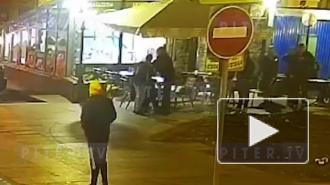 Ночная потасовка на Думской улице в Петербурге попала на видео