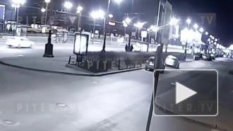На Московском проспекте BMW перевернулась при столкновении с каршерингом: видео