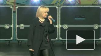Татьяна Буланова исполнила свою песню в караоке