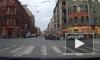 """Видео: автомобилист в центре Петербурга бил палкой """"Альфа Ромео"""" с ребенком"""