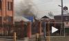 В Красноярске горел жилой дом с газовыми баллонами внутри