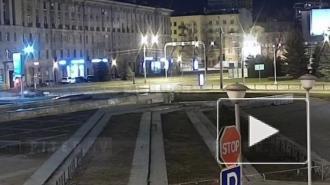 На площади Климова каршеринг припарковался в кустах: видео