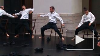 Танцоры разделись в Эрмитаже
