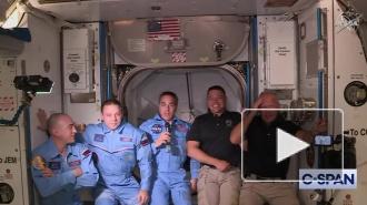 Командир Crew Dragon ударился головой во время перехода на МКС