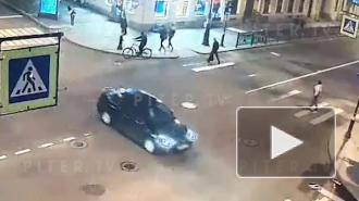 Жуткое ДТП на перекрестке Моховой и Пестеля: видео с камер
