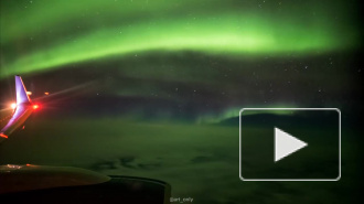 Пассажиры самолета сняли на видео фантастическое северное сияние в Исландии