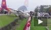 Ужасающее видео из Китая: лайнер при посадке протаранил забор