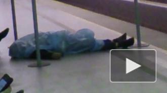 """На станции метро """"Садовая"""" нашли труп украинца. В морге выясняют причину смерти"""