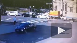 """У станции метро """"Технологический институт"""" Mercedes сбил самокатчика"""