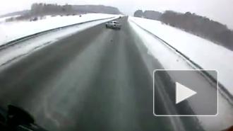 Видео смертельного ДТП на Алтае, в котором погибли двое, в том числе полицейский