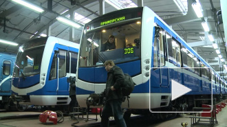 """На """"зеленой"""" ветке петербургского метро сломался новый состав"""