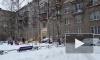 Петербуржцы жалуются на дворников, скидывающих снег с крыш на их машины