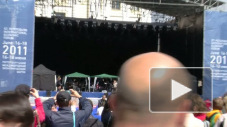 Стинг вышел на сцену на Дворцовой площади